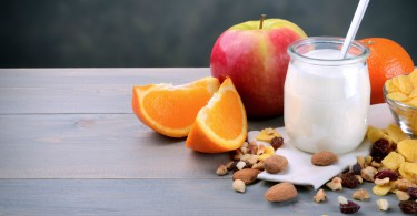 healthy snacking - yogurt