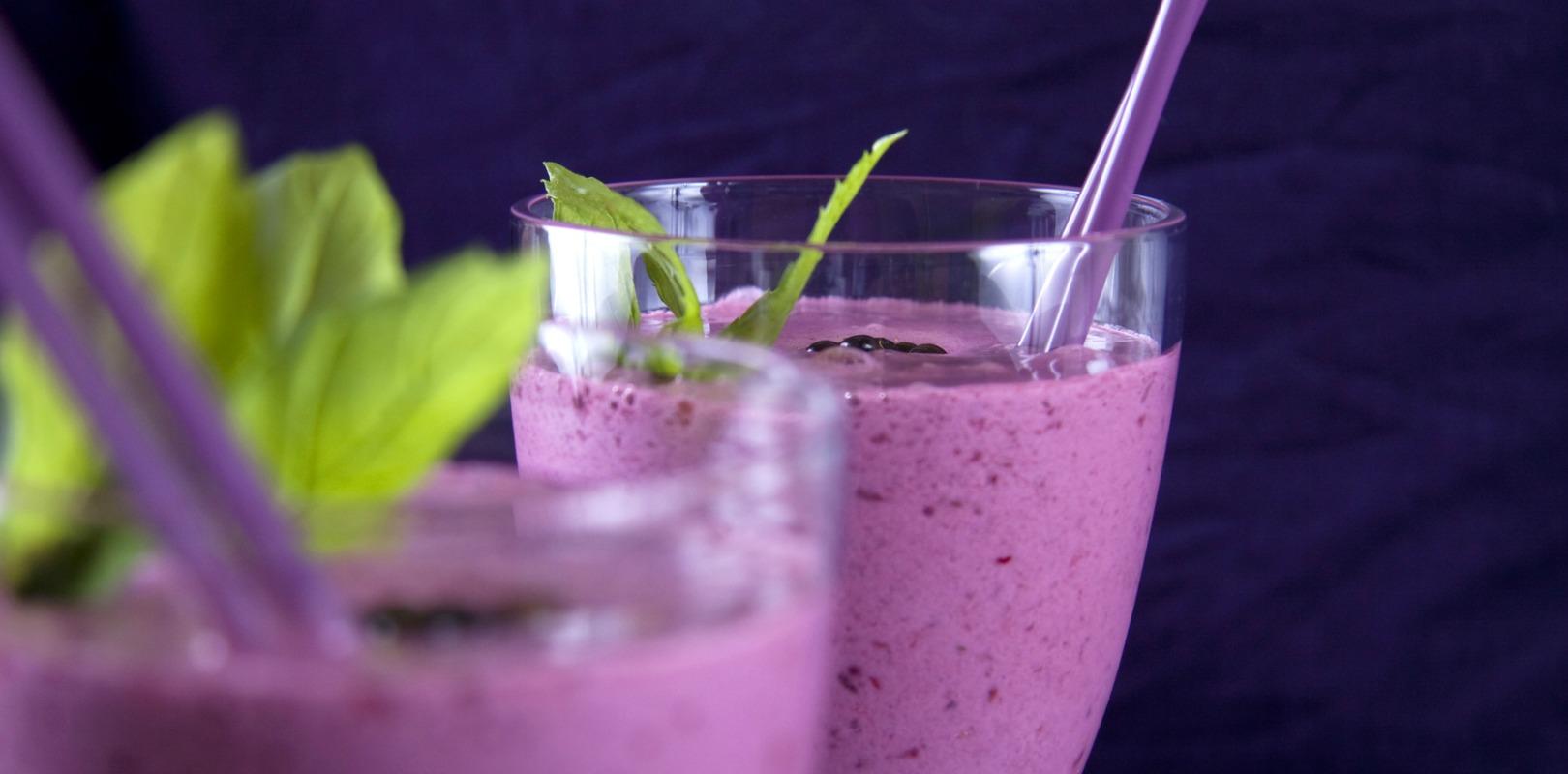 Blackberry almond protein smoothie - Yogurt in Nutrition