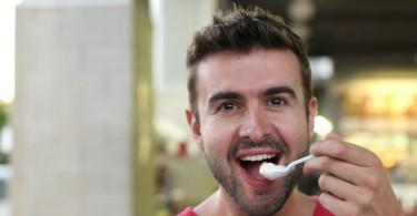 Pourquoi le yaourt aide-t-il à mieux digérer le lactose?