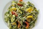 Spinach fettuccine with yogurt-cream sauce
