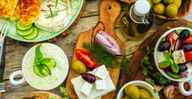 YINI_Yogurt and cheese consumption sign of a healthy diet