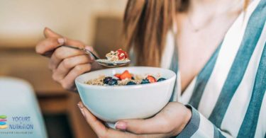 YINI_Breakfast in America - with fruit and yogurt as part of a healthy diet
